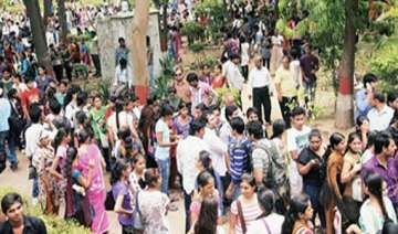 42 000 forms sold on first day of du registration...