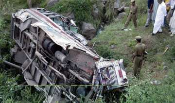 40 injured as bus overturns - India TV