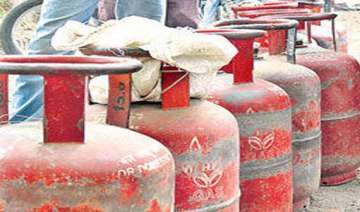 13 injured in lpg cylinder explosion - India TV