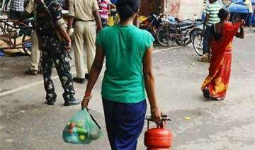 5 kg lpg cylinders to be sold at petrol pumps in...