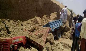 4 laborers dead 1 injured while filling mud in...