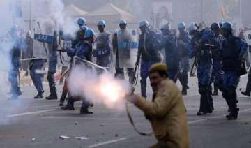 30 people injured in assam police firing - India...