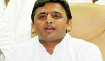 akhilesh discusses third front possibility with...