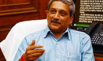 manohar parrikar bats for combat role for women...