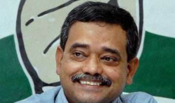 congress mp abhijit mukherjee faints in party...
