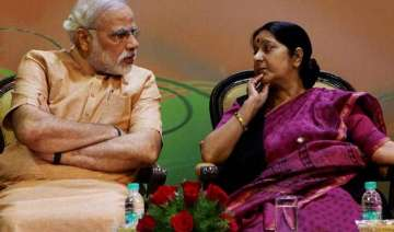 pm modi gets necklace sushma tie scarf as gifts...