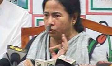mamata meets pm pranab pc too present - India TV