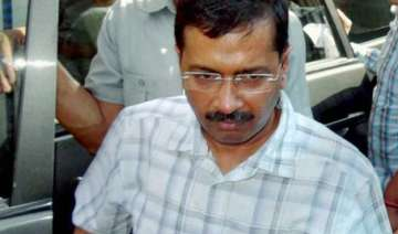 kejriwal offers temporary space to run ftii...