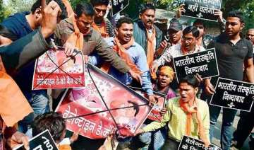 bajrang dal vhp men held for protesting valentine...