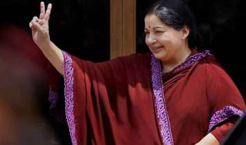 jayalalithaa acquitted in da case may take oath...