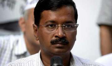congress gives a duck to kejriwal govt on first...