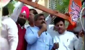 bjp protests outside kejriwal s residence over...