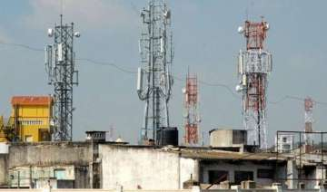 fadnavis orders removal of illegal mobile towers...