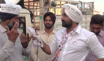 aap leaders protest burn effigies of badal over...