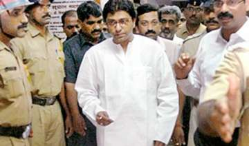 raj thackeray warns multiplexes not showing...