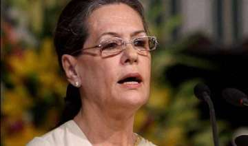 sonia gandhi meets families of train mishap...