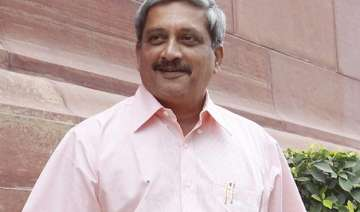 manohar parrikar objects to large security cover...
