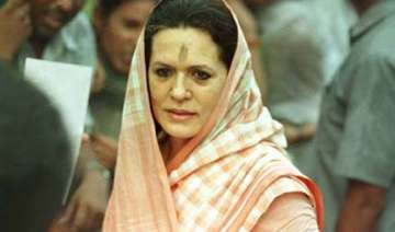 sonia returns from us attends parliament - India...