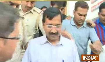 kejriwal blasts modi after police detain him -...