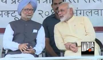 with manmohan on stage modi says patel should...