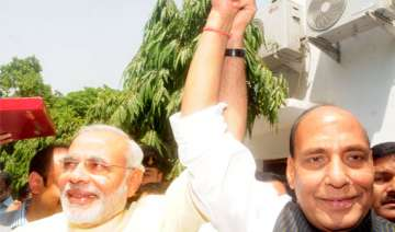 modi gets thumbs up as bjp goes into huddle -...