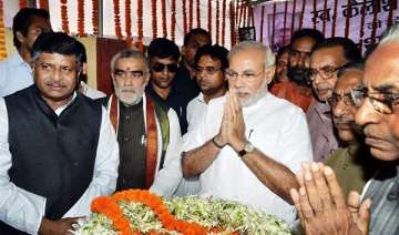 modi gets rousing reception from bjp workers in...