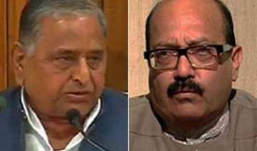 mulayam comes out in support of amar in cash for...