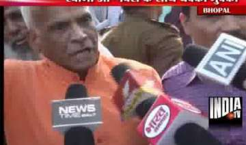 swami agnivesh manhandled by vhp activists for...