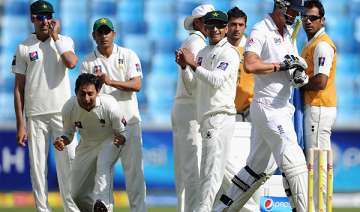 pakistan bowls out england for 192 reaches 42 0 -...
