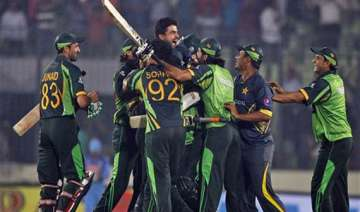 asia cup afridi helps pakistan pull off a...