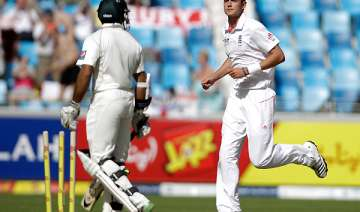 broad hits back after pakistan s solid start -...