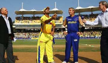 dhoni takes on warne - India TV