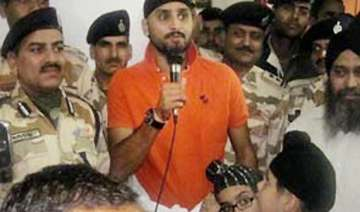 harbhajan singh turns counsellor for stranded...