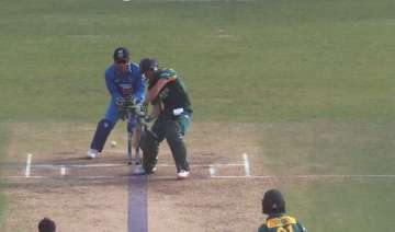 when ab de villiers fell in the spin trap of axar...