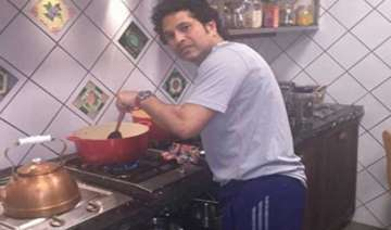 master blaster tendulkar turns master chef...
