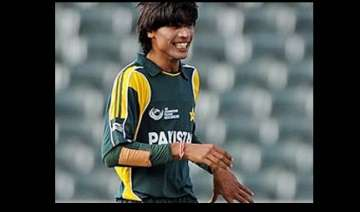 pak cricketer aamer did not use mobile says icc -...