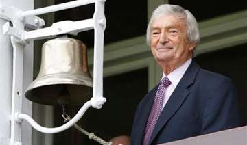 former cricketer commentator benaud has private...