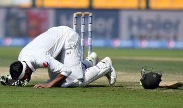 pak vs eng shoaib malik helps pakistan take...