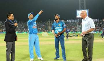ind vs sl 3rd t20i india win toss choose to field...