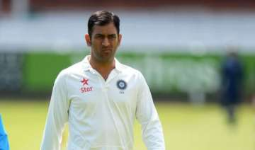 twitter world flooded with messages on dhoni s...
