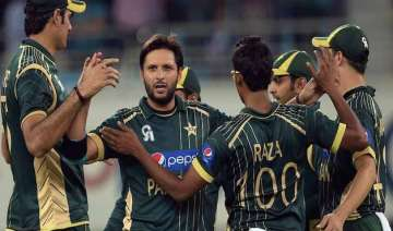 pak cricketers refuse to sign three month...