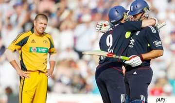 england edge thriller to seal australia series -...