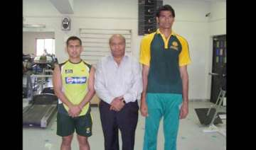 kkr signs up 7 1 pak pacer mohd irfan - India TV