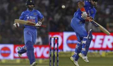 team india s left hand gives headache to captain...