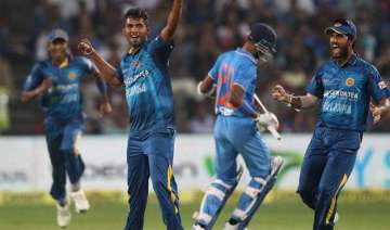 1st t20 sri lanka defeat india by 5 wickets lead...