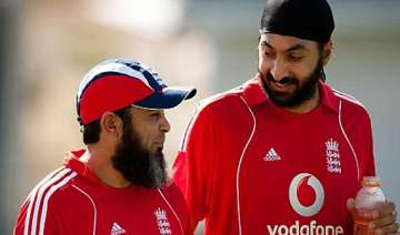 mushtaq warns english players of spin war against...