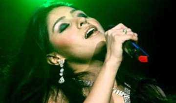sunidhi sings sheila ki jawani for cricket lovers...