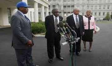 obama honors negro league players at white house...