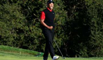 tiger woods ends 2 year title drought wins...