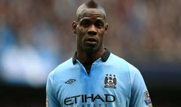 balotelli being tested for left leg muscle injury...